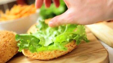Crunchy Fresh Salad Vegetables Beef Burger Bun — Stock Video