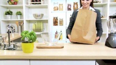 Caucasian Businesswoman Shopping Trip Fresh Fruit — Stock Video