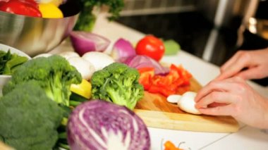 Slicing colorful fresh organic vegetables — Stock Video