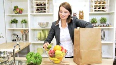 Healthy Businesswoman Shopping Bag Fresh Fruit — Stock Video