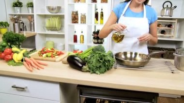 Healthy Caucasian Girl Cooking Fresh Vegetables — Stock Video