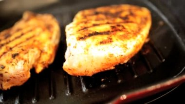 Chicken breast cooking in hot pan — Stockvideo