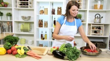 Young Female Preparing Healthy Organic Vegetables — Stock Video