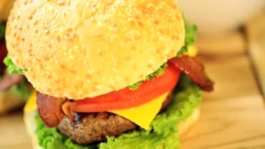 Beef burger with French fries — Stock Video