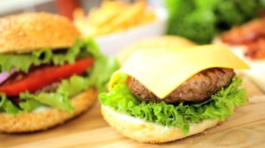 Appetizing beef burger meal — Stock Video