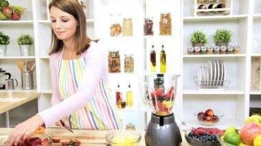 Brunette Girl Blender Preparing Fresh Fruit Juice — Stock Video