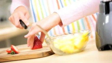 Female preparing ingredients for homemade juice — Stock Video