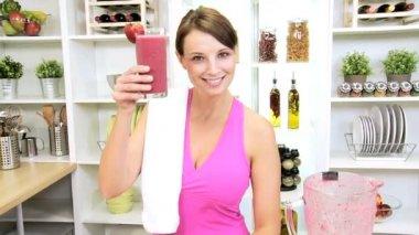 Health Club Female Holding Organic Fruit Drink — Stock Video