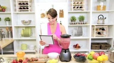 Health Club Female Tablet Recipe Blending Organic Fruit Drink — Stock Video