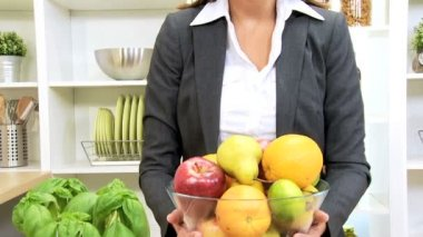 Caucasian Businesswoman Holding Bowl Fresh Fruit — Stock Video