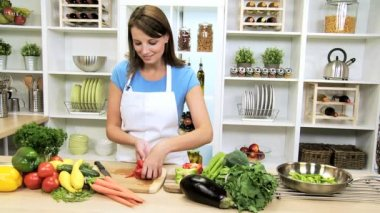 Caucasian Girl Slicing Vegetables Healthy Lifestyle — 图库视频影像