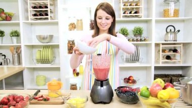 Healthy Caucasian Girl Making Fresh Fruit Smoothie — Stock Video