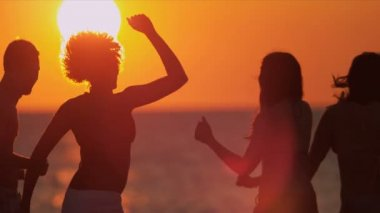 Teenagers enjoying fun together on beach — Stock Video
