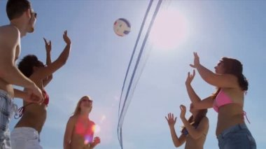College friends playing volleyball on beach — Stock Video