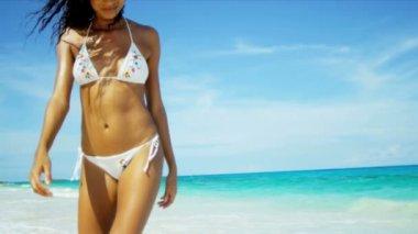 Woman wearing white bikini on beach — Stock Video