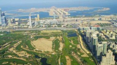 Emirates Golf Club, Dubai city with Palm Jumeirah — Stock Video