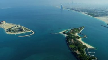 Palm Jumeirah with Burj Al Arab distant — Stok video