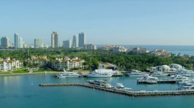 Fisher Island exclusive yachts luxury apartments — Stock Video