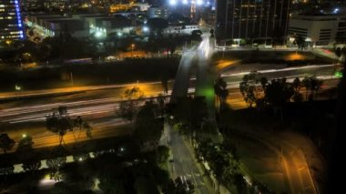 Los Angeles night City commuter elevated traffic Highway Skyscrapers USA — Vídeo de Stock