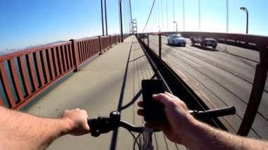 Cycle rider using smartphone — Wideo stockowe