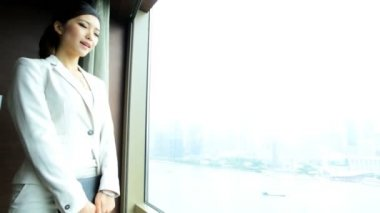 Businesswoman in hotel viewing cityscape — Stock Video