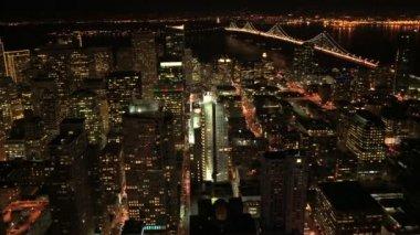 City streets and Oakland Bay Bridge — Stok video