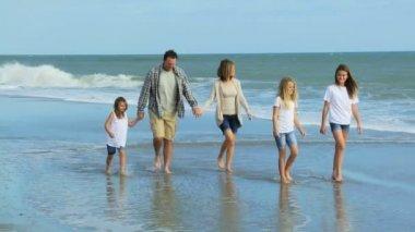 Family enjoying time on beach — Stockvideo