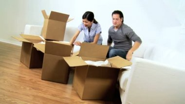 Couple unpacking cushions from cartons — Stock Video