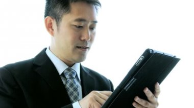 Asian stock broker using tablet — Stock Video