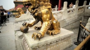 Chinese Lion Statue at the Temple of Heaven — Stok video