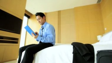Businessman using wireless tablet — Stock Video