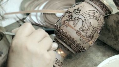 Chinese worker engraving manufactured object — Stock Video