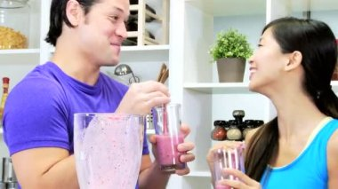 Couple drinking fresh smoothie — Stock Video