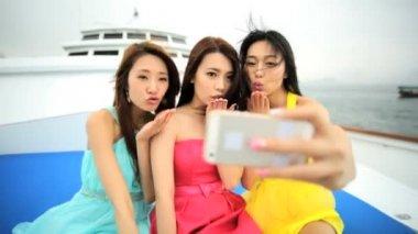 Girls taking selfie on yacht — Stock Video