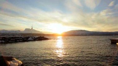 Cênica congelado paisagem com pôr do sol — Vídeo stock