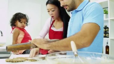 Couple with daughter making cookies — Stock Video