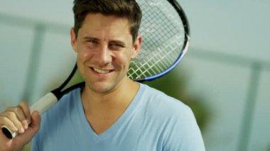 Man holding tennis racquet — Stock Video