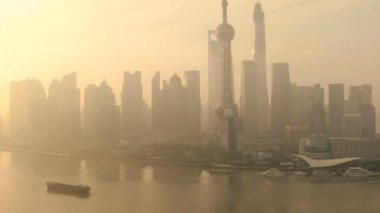 Financial district  and Oriental Pearl Tower at sunset — Stock Video