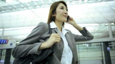 Businesswoman in modern international airport — Stock Video