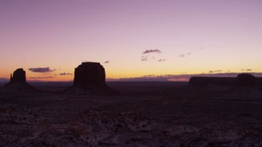 Dawn Monument Valley National Park snow Mittens panning — Stock Video