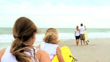 Family Enjoying Summer Surfing Vacation — Stock Video