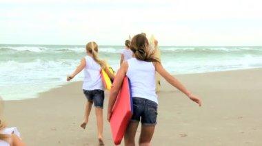 Family Enjoying Surfing Vacation — Stock Video