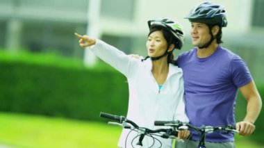 Couple outdoors together riding their bicycles — Stock Video