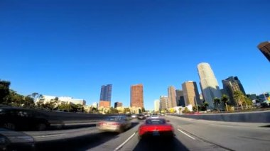Driving through the city streets — Stockvideo