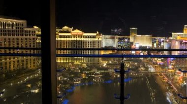 Window night Bellagio fountain Las Vegas Strip traffic, Nevada, USA — Стоковое видео