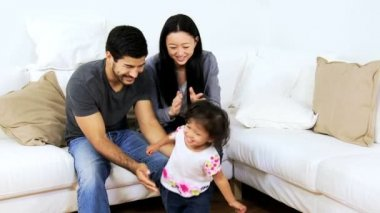 Parents at home playing with daughter — Vídeo stock