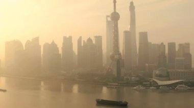 Financial district  and Oriental Pearl Tower at sunset — Wideo stockowe