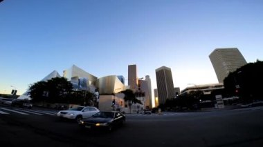 Ulicemi města — Stock video