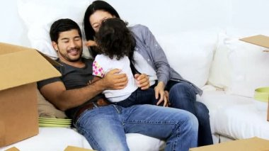 Couple playing with daughter — Wideo stockowe