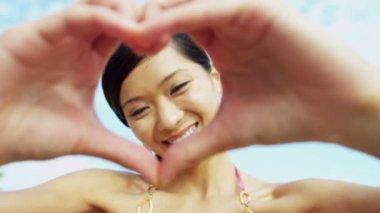 Woman making heart shape symbol — Stock Video